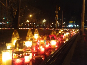 Candles lit in Lviv. In memory of the protesters who lost their lives in the past week's fight for freedom