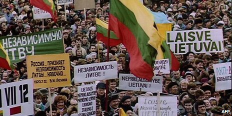 Lithuanians rally for independence in January 1990