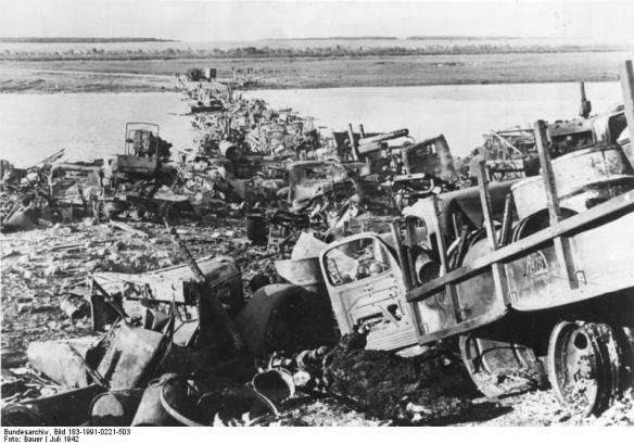 Bridge of wreckage over the River Don in 1942  (Credit: Deutsches Bundearchiv)