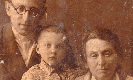 Vasily Grossman with his daughter Katya and mother Ekaterina