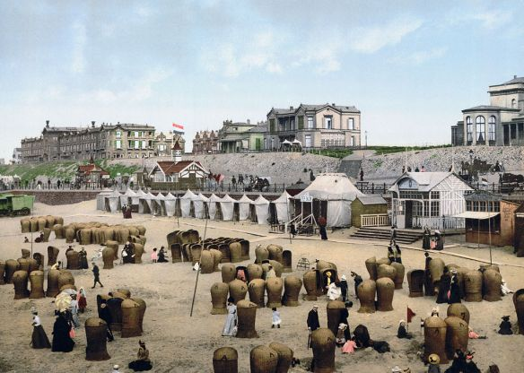 The strand in Scheveningen as it looked at the turn of the 20th century