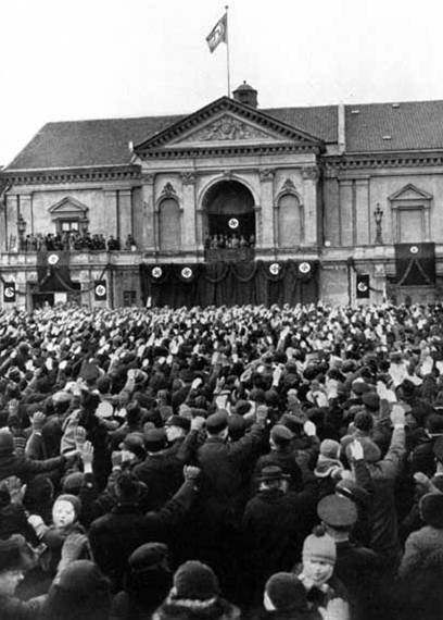 Hitler speaking on the balcony of the opera house in Memel after Germany regained the city