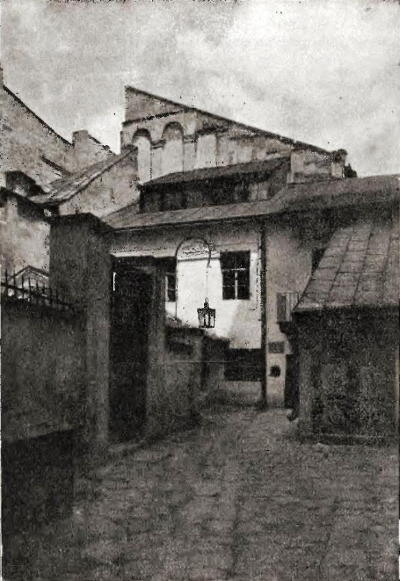 The Golden Rose synagogue in 1916