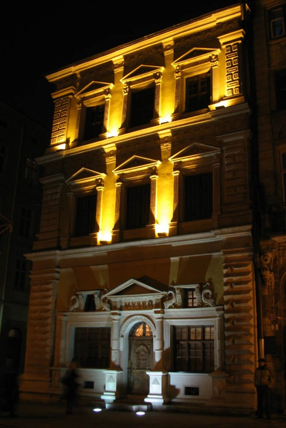 The Bandanelli Palace at night