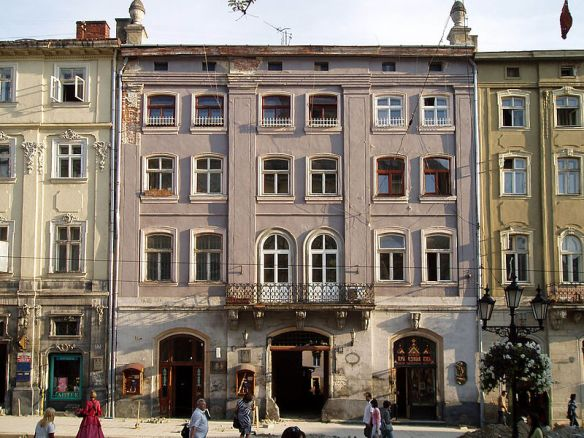 The Gutteter House at 18 Rynok Square