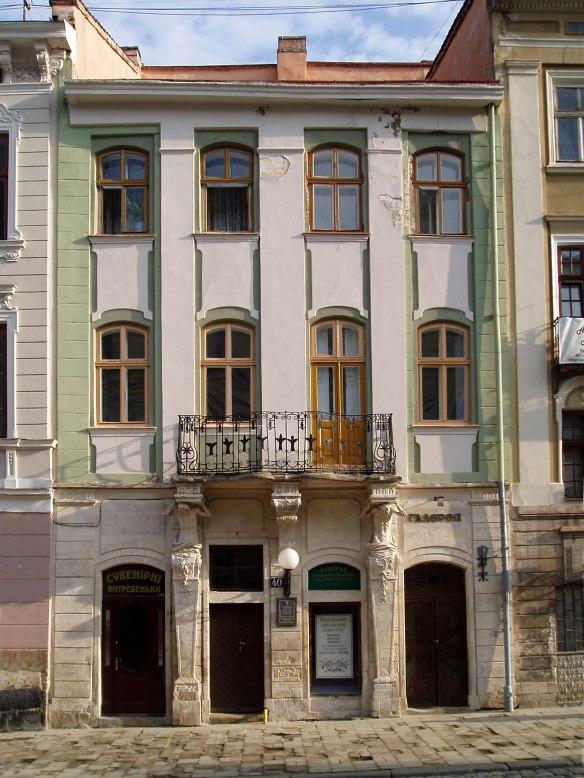 Zukhorovychivska Townhouse at 40 Rynok Square
