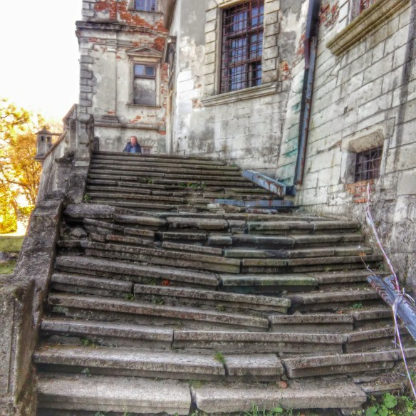 Crumbling staircase to the front balcony at Pidhirsti Castle