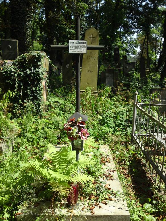 Lusia Zaremba's grave in Lychakiv Cemetery