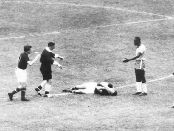 Battle of Berne - Violence on the pitch between Hungary & Brazil