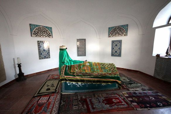 The casket of Gil Baba