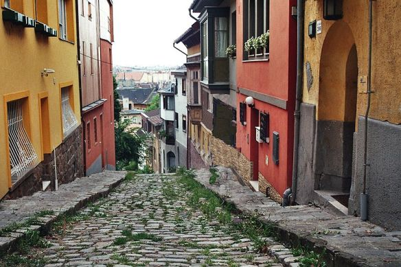 The cobbled way up Gul Baba utca in Rozsadomb