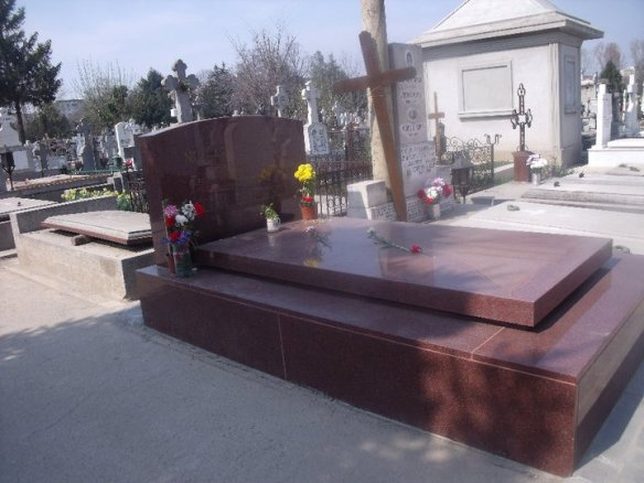 The grave of Nicolae Ceaucescu today