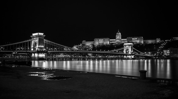Chain Bridge looking up at Buda Castle at night