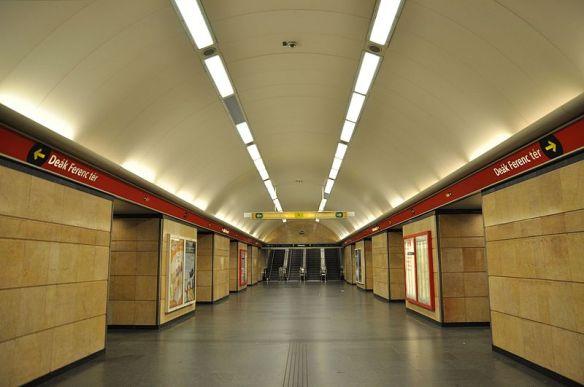 Deák Ferenc tér - Metro 2 in Budapest
