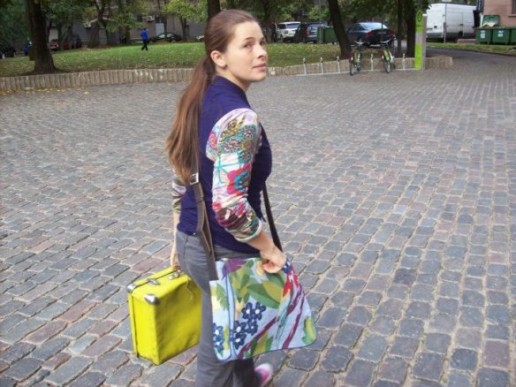 Lady with the Yellow suitcase - Leader of the Riga Free Tour