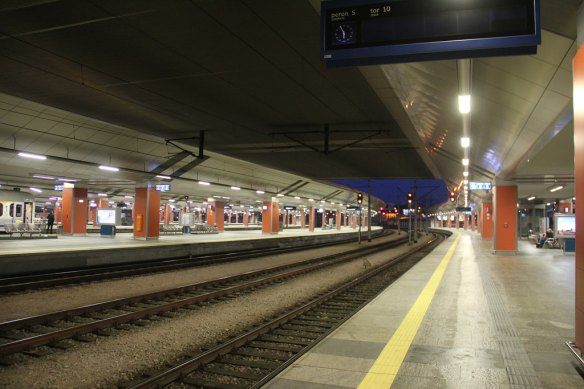 That lonesome whistle - Waiting on a night train at Krakow Glowny