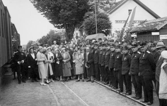 Ethnic Hungarians at the Lendava railway station in 1941