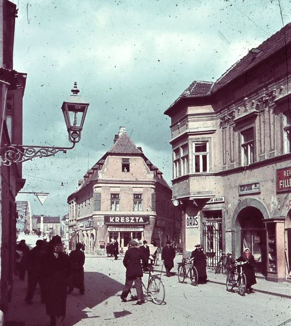 What I need - Historic street scene in Gyor