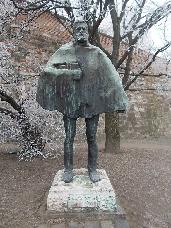 Mihaly Tancscis - Statue by Imre Varga