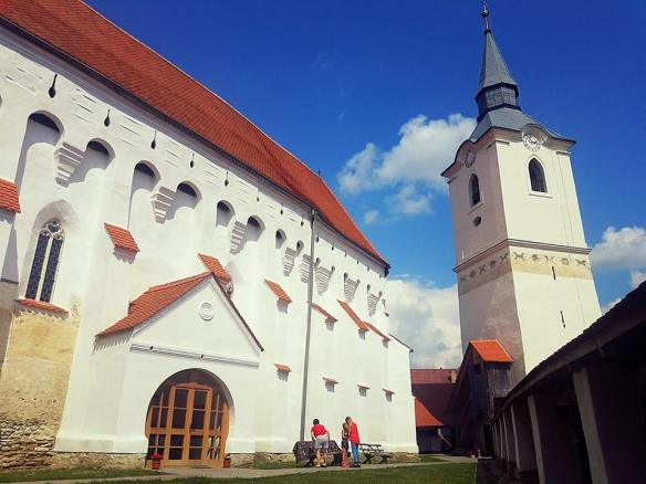 On the inside - The fortified church and bell tower at Szekelyderzs