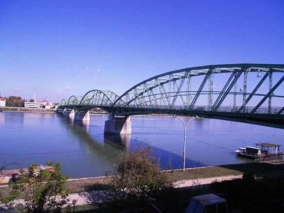 Border Control - The Elisabeth-Danube Bridge from the Hungarian side